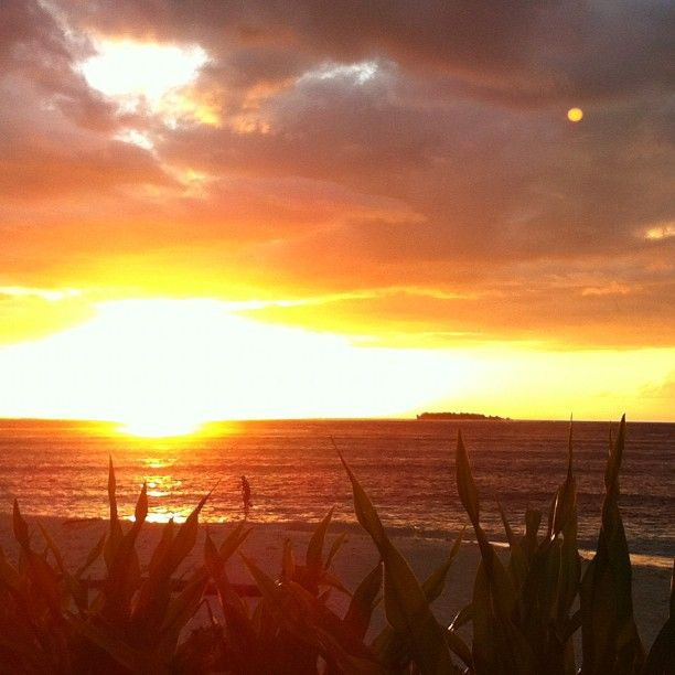©TravisLogie, Tavarua sunsets are ugly - 04/06/2012  #surf