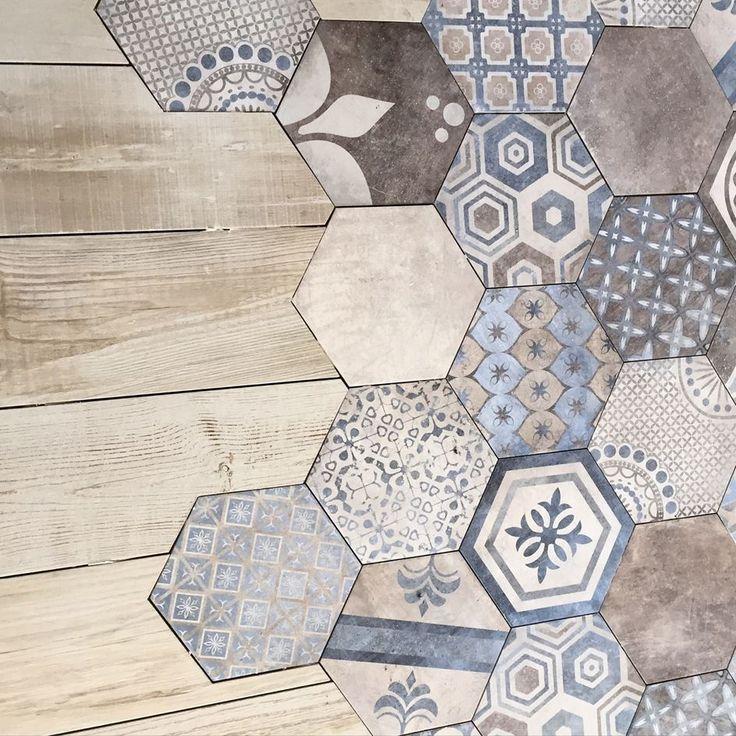 Möglicherweise nicht mit den verschiedenen Mustern, aber ich liebe den Holz- und Fliesenkontrast,  #fliesenkontrast #liebe #moglicherweise #mustern