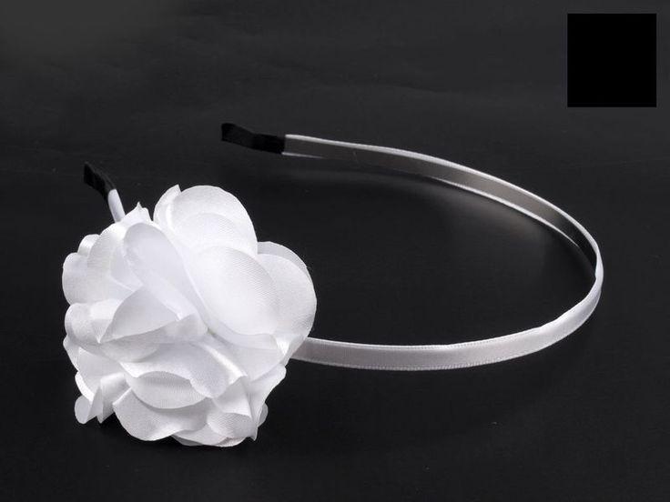 Einfacher Haarreifen mit weißer Blume  von fashion-dekoatelier auf DaWanda.com