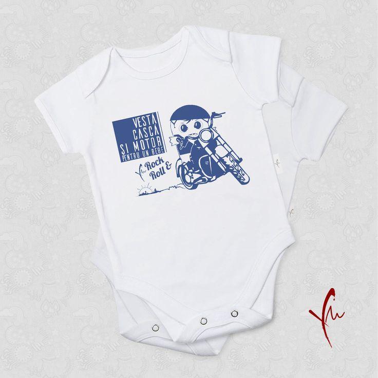 Body cu text imprimat: Vesta casca si motor, pentru un bebe Rock&Roll. Il gasiti la http://ya-ma.ro/produs/bebe-rockroll-body/