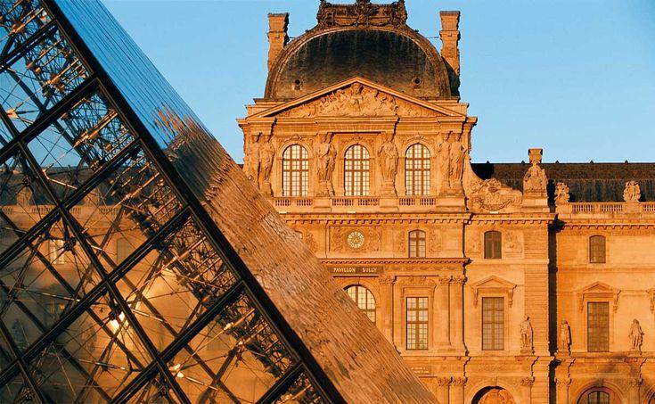 <p>SI hay una ciudad en el mundo que ilustra el significado de la belleza, esa es París. Metrópoli de las artes y la historia, de los museos y las iglesias, de la gastronomía y la moda, París se hace amar y derrocha un deleite espiritual que penetra por los cinco sentidos del viajero, convirtiéndole en un adicto de la sublime oferta de sensaciones de la capital francesa. </p>