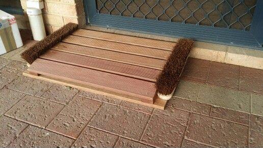 Wooden door mat with brushes - Luke de Hoog