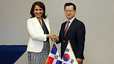 RD firma acuerdo con Corea y países América Central para fortalecer Gobierno Digital SANTO DOMINGO, RD.-República Dominicana firmó un acuerdo con Corea y países de América Central para fortalecer el Gobierno Digital.