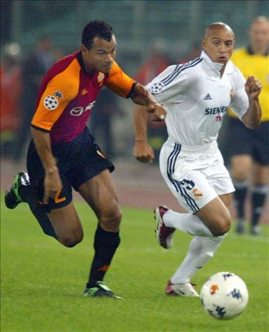 Roberto Carlos v Cafu - Real Madrid v AS Roma. two of the greatest right & left defender ever