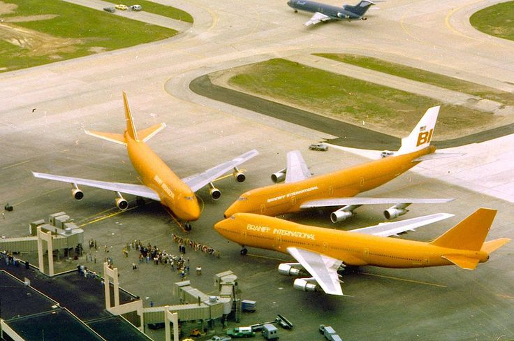 1 June 1979 At Terminal 2W of Dallas/Fort Worth Int'l Airport (DFW), Braniff International Airways celebrates the beginning of connections to Amsterdam, Paris, Frankfurt and Brussels. From sx and clockwise: The Boeing 747-273 C N749wa (CN / LN 20653 / 237-stored), the 747-127 N601bn (CN / LN 20207 / 100-demolished) and the 747-130 N610bn (CN / LN 19746 / 12-demolished). Foto Braniff Flying Colors Collection.
