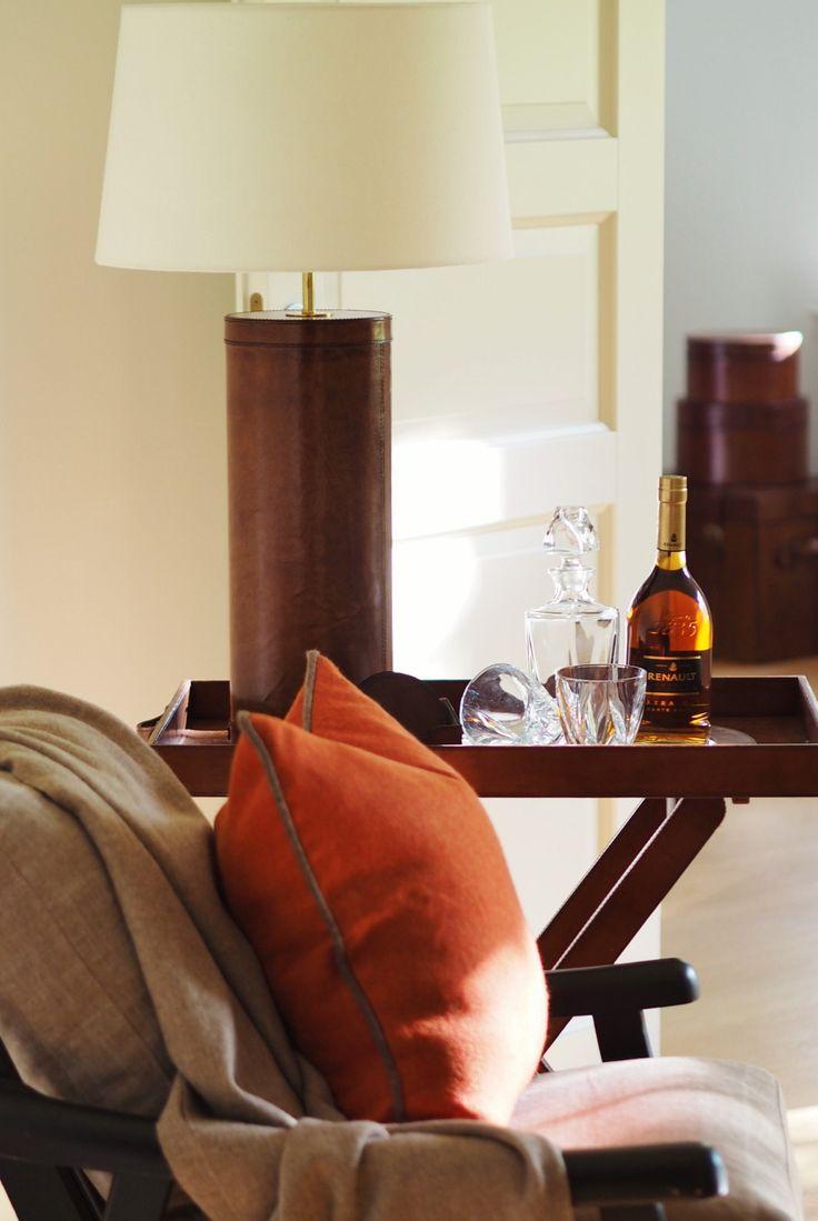 Oxford tray table, cognac