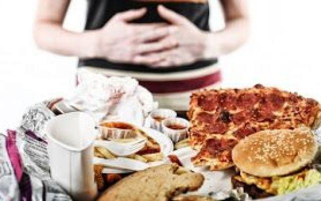 la fame ansiosa o nervosa...... La fame nervosa è dovuta a cause psicologiche e biologiche come i picchi bassi di glicemia...la fam fame ansiosa nervosa