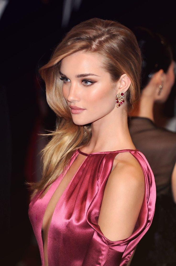 Rosie Huntington-Whiteley Victoria's Secret model/actress. She's so beautiful❤