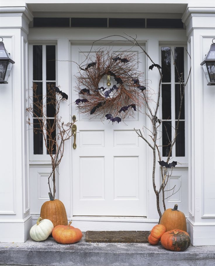 Batty Front Door | Easy DIY Halloween Outdoor Decoration Ideas