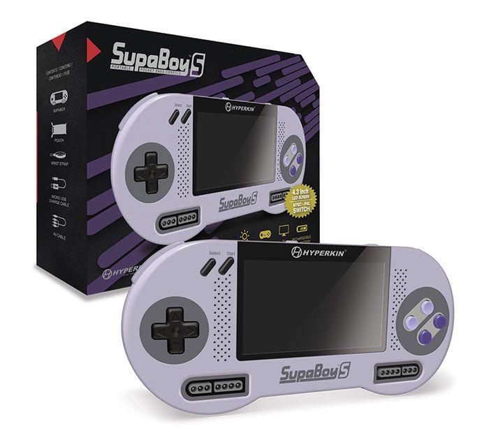 La console portable SNES SupaBoy bientôt disponible - Cette nouvelle version de la console comporte de nombreuses améliorations : un écran LCD de 4,3 pouces, un design soigné et ergonomique, des haut-parleurs intégrés, une batterie rechargeable avec ...