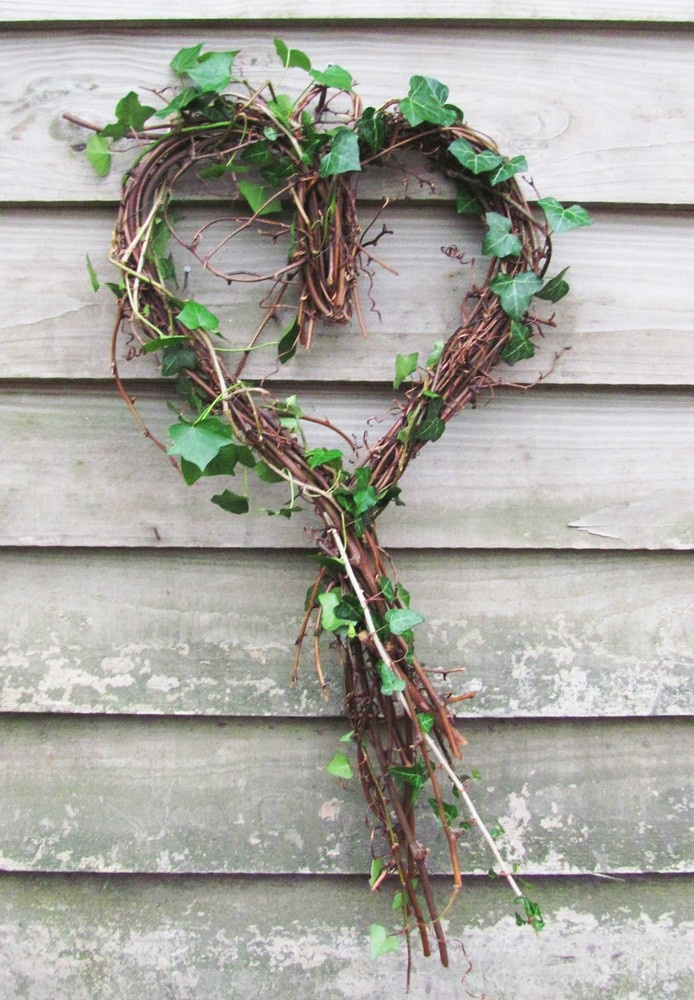 Sweetheart Wreath with Ivy  (http://www.bynature.co.uk/sweetheart-wreath-with-ivy/)