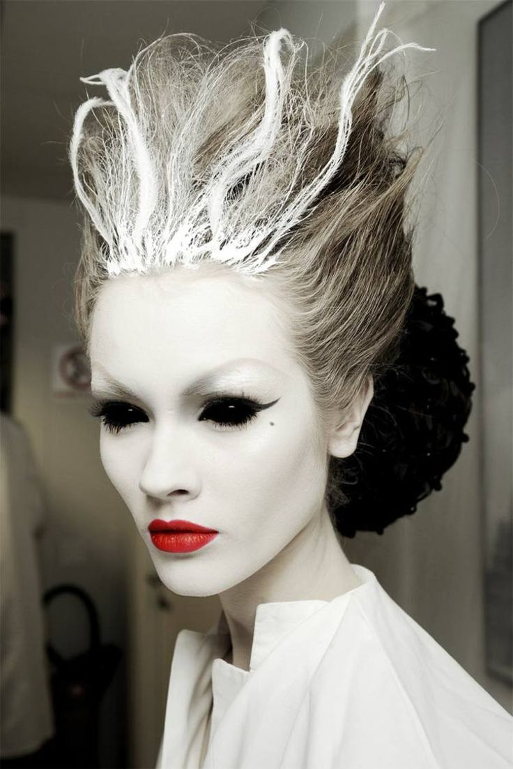 maquillage Halloween femme en noir et blanc