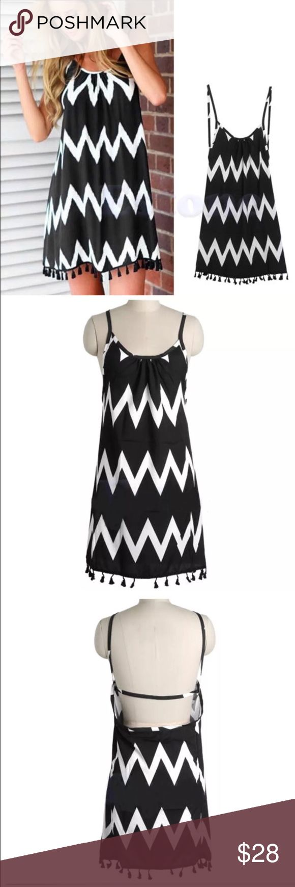 🎀PRETTY BLACK & WHITE CHEVRON PRINT DRESS (L)🎀 🎀PRETTY BLACK & WHITE CHEVRON PRINT DRESS IN SIZE L🎀 MADE IN CHINA. MAY RUN SMALL SO IT COULD FIT A MEDIUM OR A LARGE! THIS DRESS IS SOMEWHAT SHEER. CAN BE WORN ALONE, WITH A SLIP OR AS A SWIMSUIT COVERUP! CAN BE DRESSED UP OR CAN BE WORN CASUALLY! WHATEVER THE CASE IT IS A BEAUTIFUL DRESS! Dresses