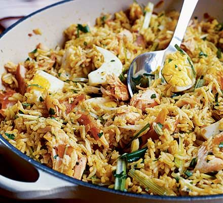 Smoked salmon adds a new twist to this easy spiced salmon kedgeree - it's perfect for Saturday brunch