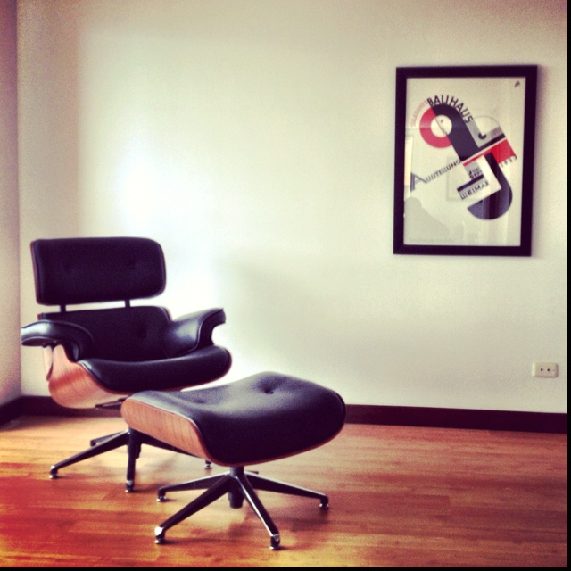 112 best eames d images on pinterest for Bauhaus eames chair