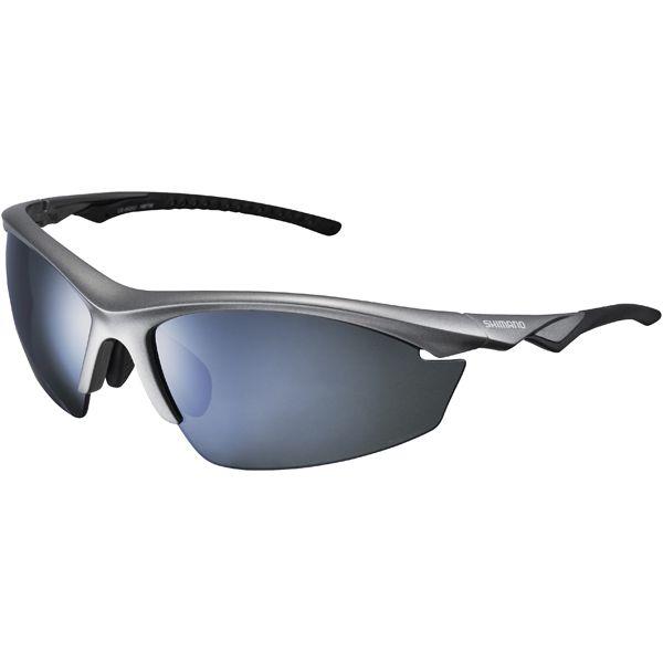 Estos versátiles y completos lentes deportivos, aptos para caminos y senderos ciclistas están equipados con no menos de tres pares de lentes, caja de viaje y bolsa de gafas que también puede ser utilizado para la limpieza de lentes. Detalles trama   Material de Grillamid TR90 ligero,...