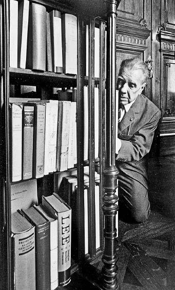 """Sara Facio - """"Borges, de rodillas ante los libros"""""""