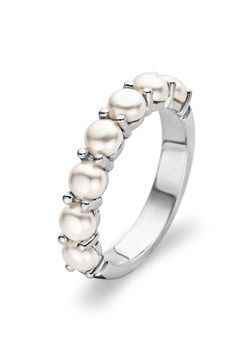 pearl wedding band - very different, classy, I like it!