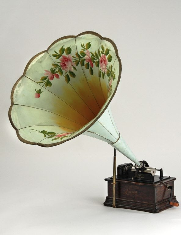 Vintage record player - Phonograph Edison Phonograph Co.  1900-1905, 20th century.  Wood; paint; metal, McCord Museum