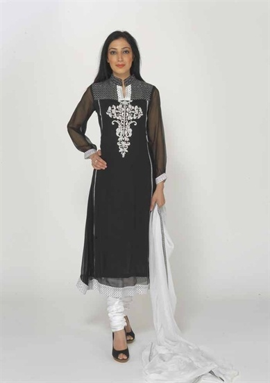 A chiffon black and white churidar suit in a lovely chifon mix fabric on a black chiffon base with white embroidery and patchwork.  There is a lace border on the hem of the kameez.  The back of the kameez is black with a centre print panel which starts from the shoulder down.   £59.99