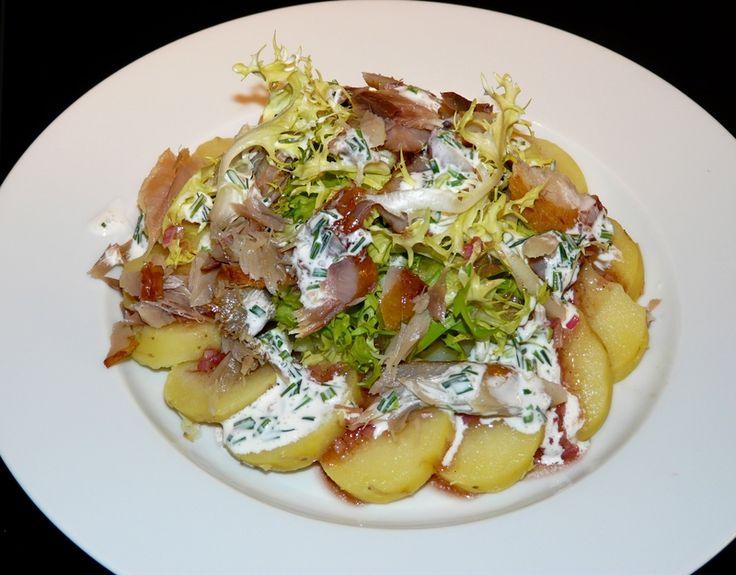 Salade de pommes de terre et aux filets de maquereau fumé