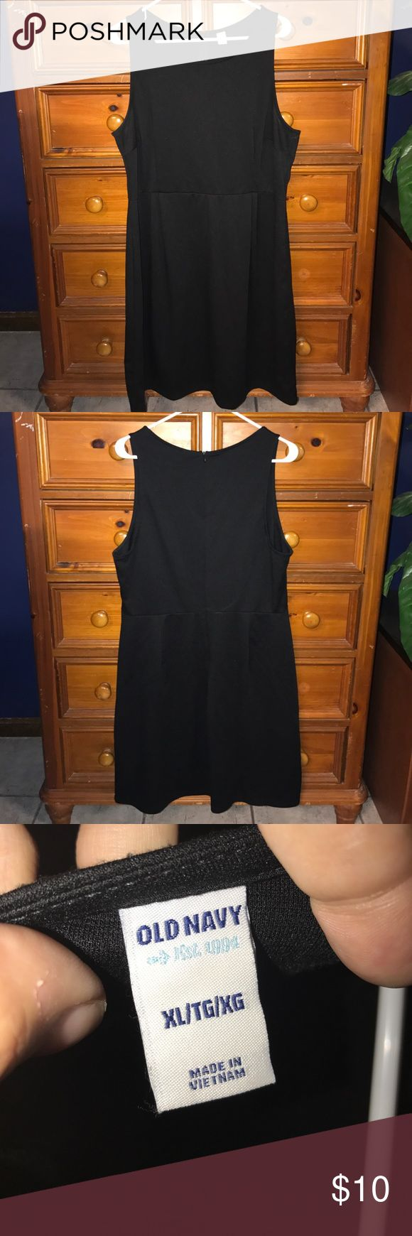 Black Tank Dress This is a used black tank dress. From Old Navy, size XL. This is a used dress, and does have minimal piling. This dress is perfect for work, and just as perfect for a night out! Zipper works perfectly. Smoke free home. Old Navy Dresses Midi