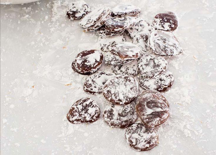 Začína nám chladná sezóna a bolesť hrdla, či kašeľ sú častým problémom. Tieto domáce cukríky, môžu naozaj pomôcť proti kašľu a upokojiť podráždené hrdlo.