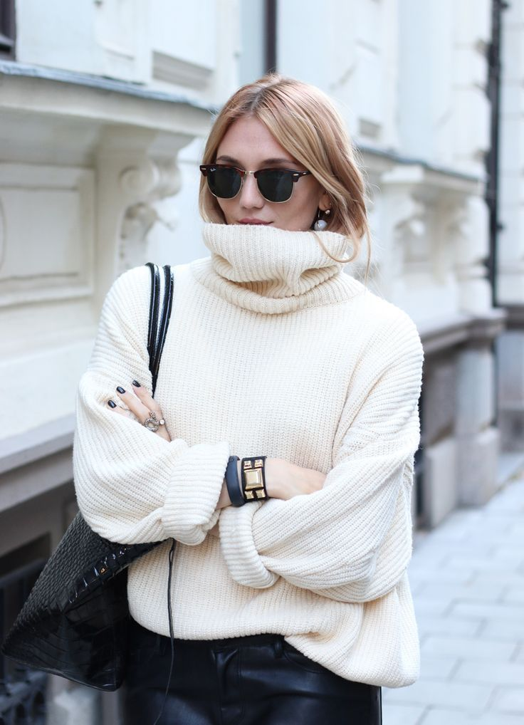 oversized turtleneck