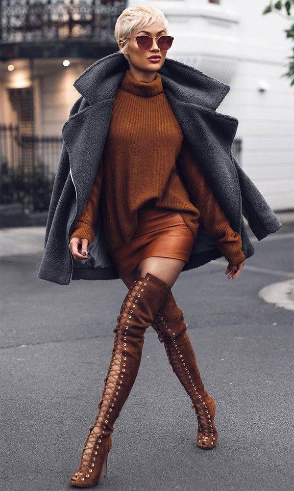 Street style look da Micah com maxi tricot + overcoat + sandália over the knee