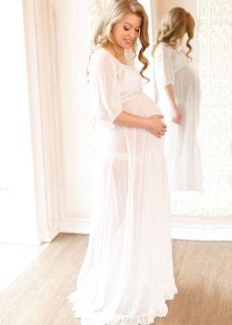 Длинные платья для беременных (42 фото): в пол, макси, в полоску, белое