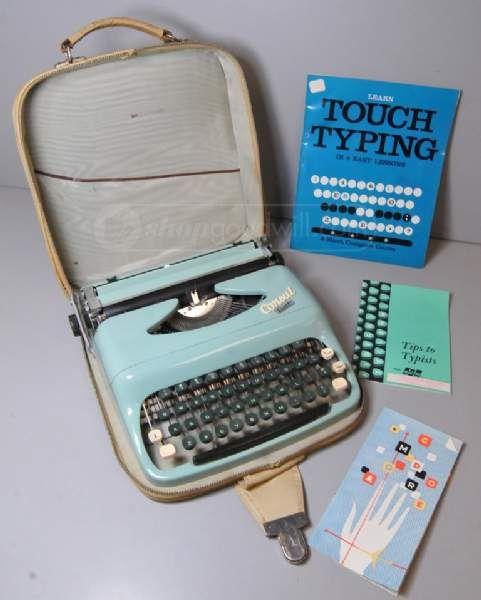 shopgoodwill.com: Vintage Consul Comet Typewriter w/ Case