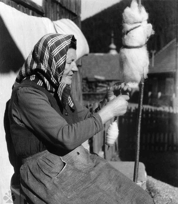 Spinning wool on a spindle.  Vyšná Boca (district), 1963. SNM - Ethnographic Museum in Martin.  Photo by J. points. Slovakia