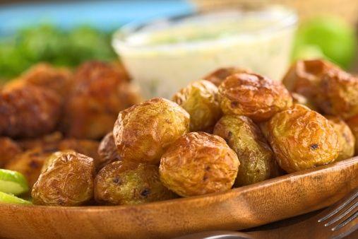 Aperativ: Cartofi copţi cu tzatziki | Retete culinare - Romanesti si din Bucataria internationala