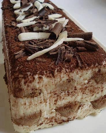 Kedidilli Tiramisu Tarifi, Kedidilli Tiramisu Nasıl Yapılır ? Malzemeler 16 adet kedidili bisküvi 1 yemek kaşığı nescafe 1 Su bardağı ılık su 2 Su bardağı süt 2 yemek kaşığı un 1 tane yumurta sarsıcaklık4 yiyecek kaşığı şeker 1 adet vanilya 200 Gram labne peynir Üzeri için kakao , rendelenmiş çikolata ve Baton kek kalıbı Yapılışı …
