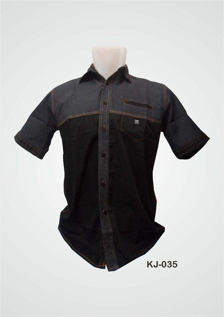 (KJ-035) Kemeja Jeans lengan pendek berwarna biru donker keabuan serta kombinasi warna hitam berbahan halus ini, memiliki bahan yang lebih ringan, adem serta terdapat kancing berwarna hitam dan satu saku di bagian dada. Order : 0857-0111-1960.