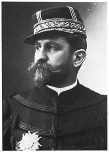 Georges Boulanger par Nadar - Général et homme politique français (Rennes 1837-Bruxelles 1891). Issu d'une famille de moyenne bourgeoisie, il sort de St-Cyr comme officier de tirailleurs algériens et se distingue en Italie (1859), en Indochine (1861-1864)  et dans la guerre de 1870. Général de division en 1884,il est nommé au commandement du corps expéditionnaire de Tunisie, puis rappelé l'année suivante à cause de conflits avec les autorités civiles.