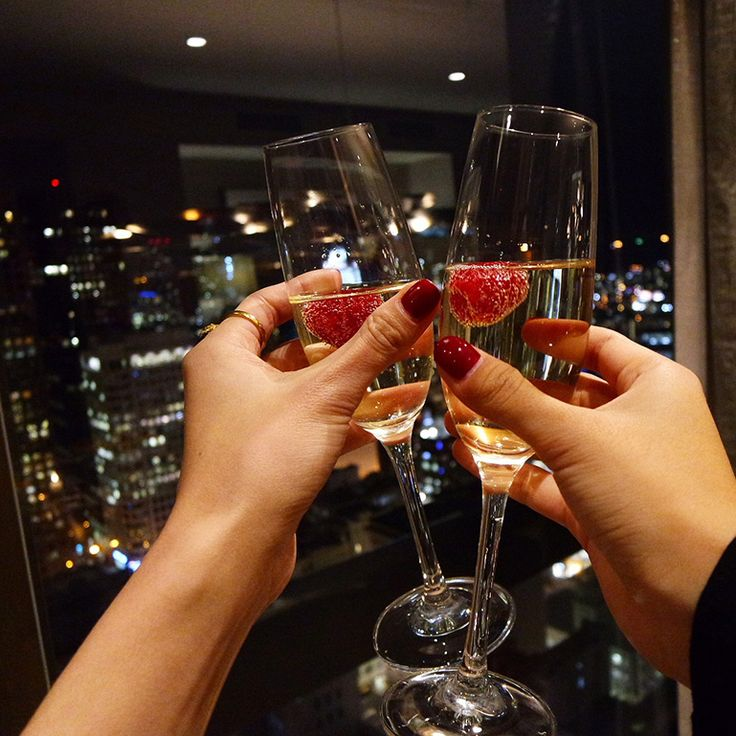 Fine champagne and a stunning view, the perfect compliment to bold red nails. Photo captured by Hapa Time at Grand Hyatt San Francisco.