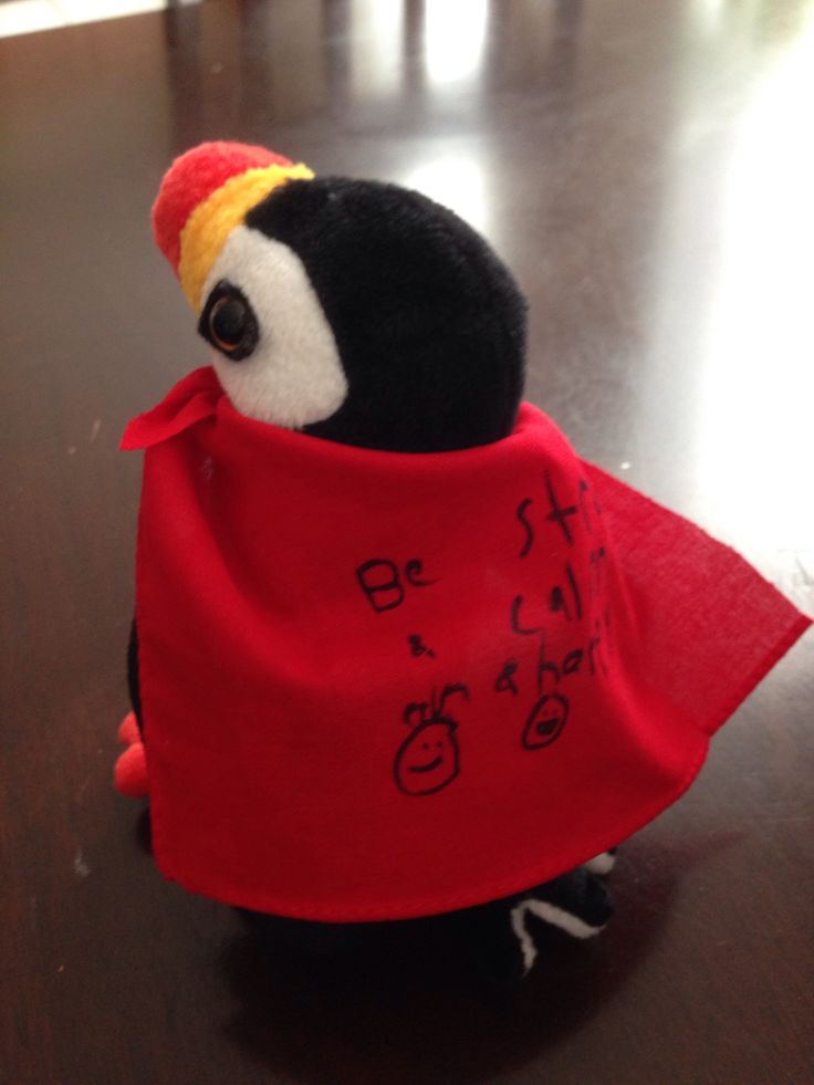 Create a superhero cape to help children face life challenges and remember their own strengths! #playtherapy