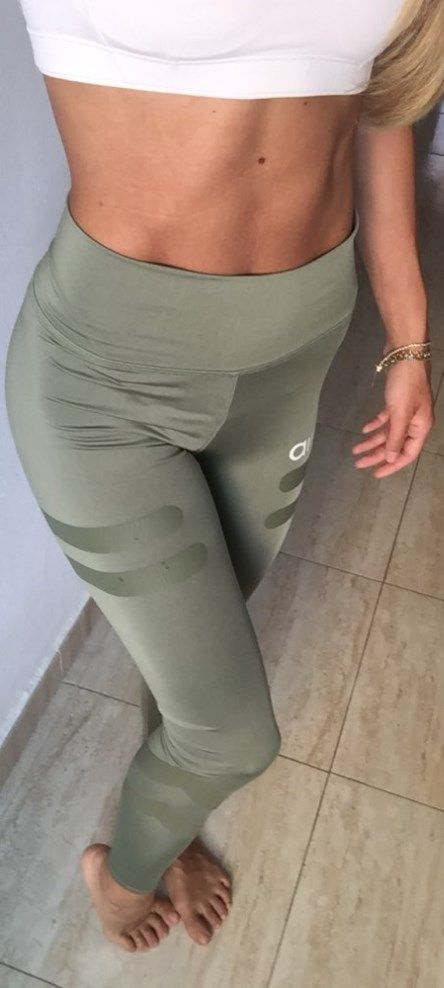 These Stretchy Army Workout Leggings can show your perfect curves to the maximum! Stay in control all your workout with the effective high-waist. Stretchable leggings, you can squat as much as you need with confidence!