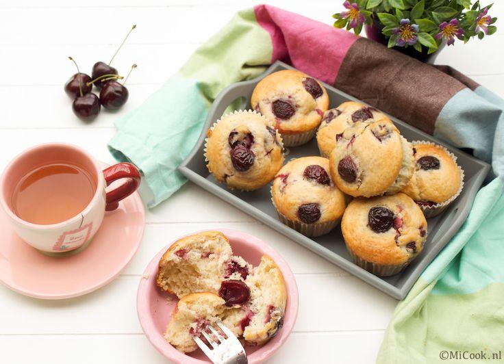 Zalige zoetigheid op zondag: kersenmuffins met verse kersen! Een super simpel recept, er komt geen machine aan te pas (nou ja, de oven dan), het is alleen maar een beetje mengen & roeren en de muffins kunnen in de oven. Met meeste werk gaat zitten in het ontpitten van de kersen. Want hoe doe jeRead More