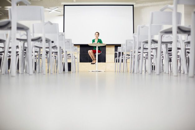 J'ai dévoilé les sujets que je discuterai ce soir avec Guillaume sur les ondes du https://969fm.ca/  Photo: https://fr.freepik.com/photos-premium/professeur-dans-la-salle-de-conference_1998925.htm  #réformedelenseignement