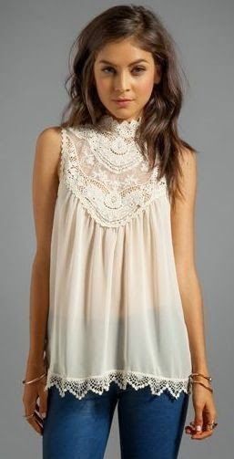 This cute lace top is exactly why I love lace. Its vintage style and flattering cut looks awesome. Pair with skinny jeans and some flats for a casual but sophisticated outfit | Women's fashion