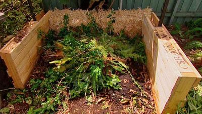 Love the idea of using straw bales as compost bay walls.