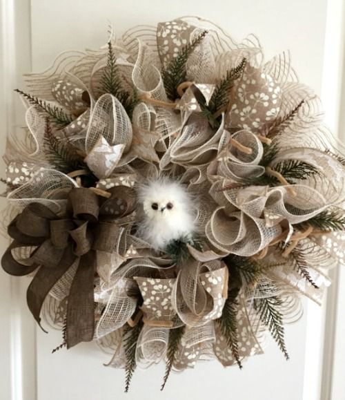 Need a new wreath idea this fall? See How to Make Burlap and Mesh Wreath Tutorial. Thanks Etsy Shop 'Craft N Relax' for letting us feature! #wreaths #burlap #DIY