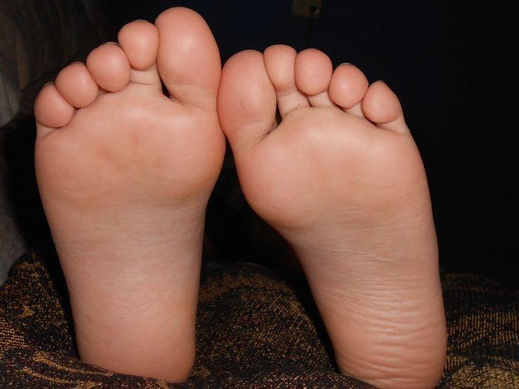 Plíseň na nohou je nejen nepěkná, ale také může mít vážné zdravotní následky. Léčiva a kosmetické krémy mnohdy nepomáhají při léčbě tak, jak by měly. Naopak celkem často přispívají prostředí, ve kterém si plísně libují. To způsobuje rozšíření a zhoršení celého problému. Odstranění plísně na nohou je tak náročnější, než se může zdát. Nemusíte zoufat, …