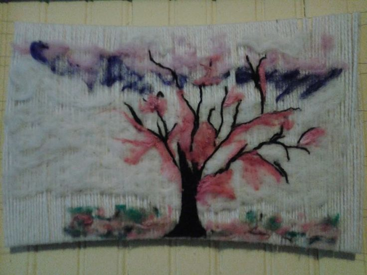 Árbol decorativo, base telar aplicacion fieltro. Diseño cerezo surrealista