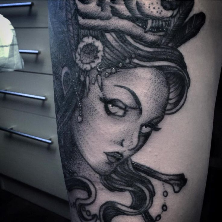 Redberry Tattoo Studio #tattoowroclaw #redberrywroclaw #redberrypoland #wroclawtattoo #amazingtattoo #toptattoo #inked #inks #poznan #opole #brzeg #berlinredberry #dresden #berlintattoo #renton #rentonstelmach #stelmach #portrat #kobieta #wilk #portret #woman #black
