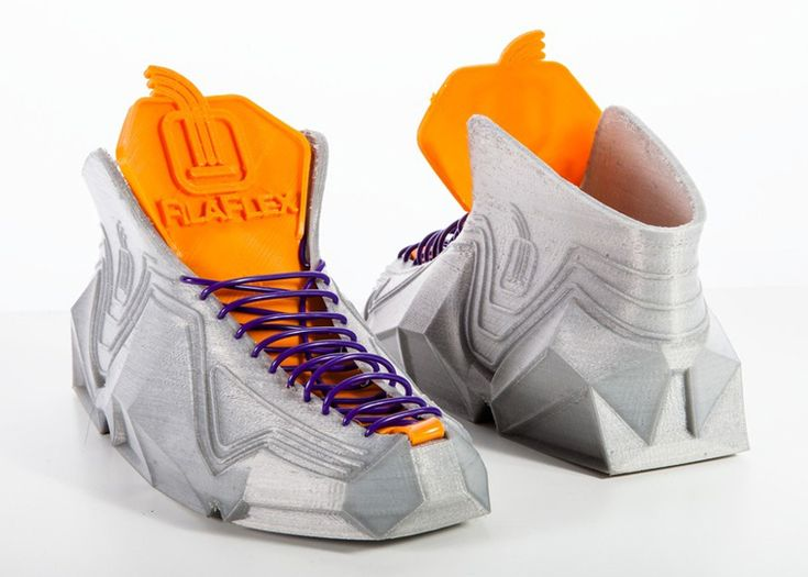 3D-printed shoes scrunch up to fit into pockets