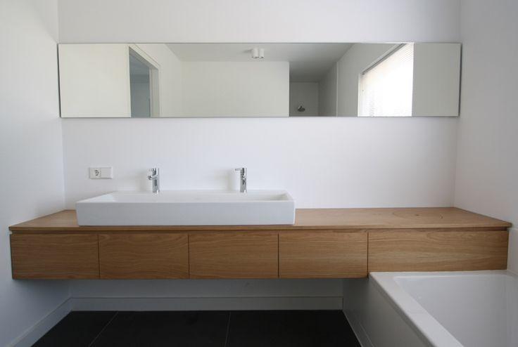 25 beste idee n over houten wastafel op pinterest zwart wit badkamers metro tegels badkamers for Badkamer tegel metro