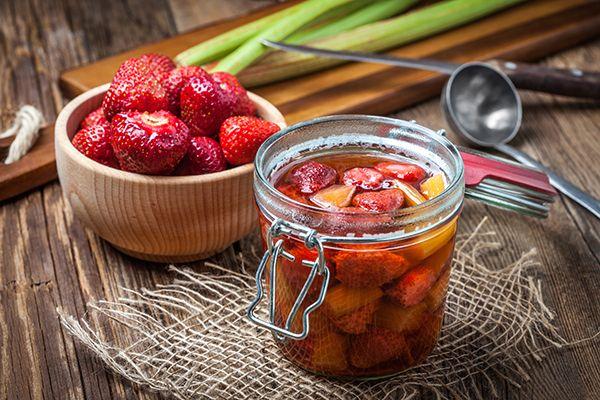 Compote van rabarber met aardbeien